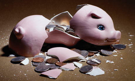 A-broken-piggy-bank-001